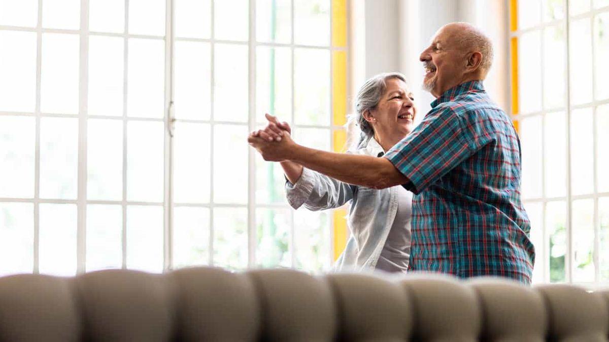 El síntoma inicial del deterioro cognitivo en los adultos mayores es la pérdida de la memoria.