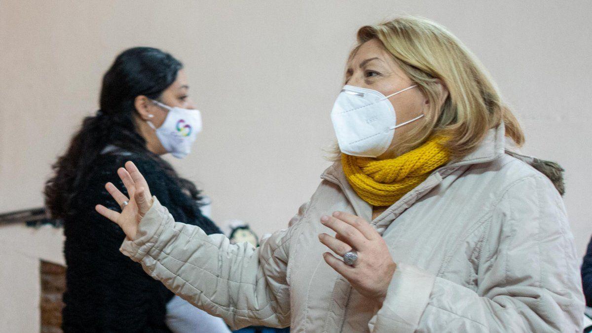 Mónica Lazos destacó la cobertura en medicamentos y demandó a pasivos denunciar el cobro de plus.