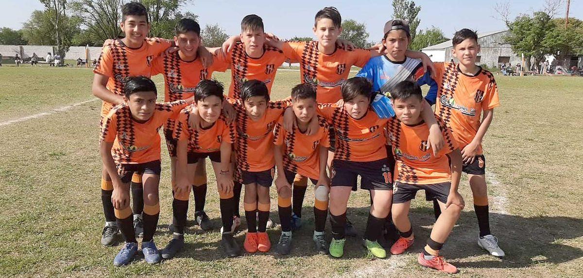 La novena división (clase 2009) de Unión de Arroyo Algodón empató 0-0 con Argentino.