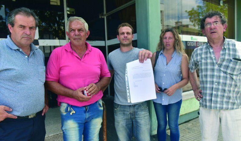 Vecinos de 9 barrios reclaman ante  el Ersep y la Auditoría por los cortes