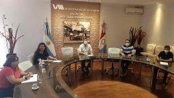 Reunión. El intendente interino Pablo Rosso, junto con el secretario de Gobierno, Eduardo Rodríguez, y los presidentes de bloques. Amplían los horarios en la ciudad.