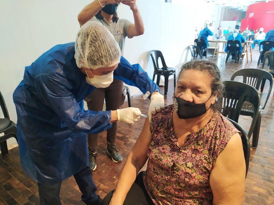 Desde que se inició la pandemia ya se vacunaron a más de 12 mil vecinos en la ciudad.