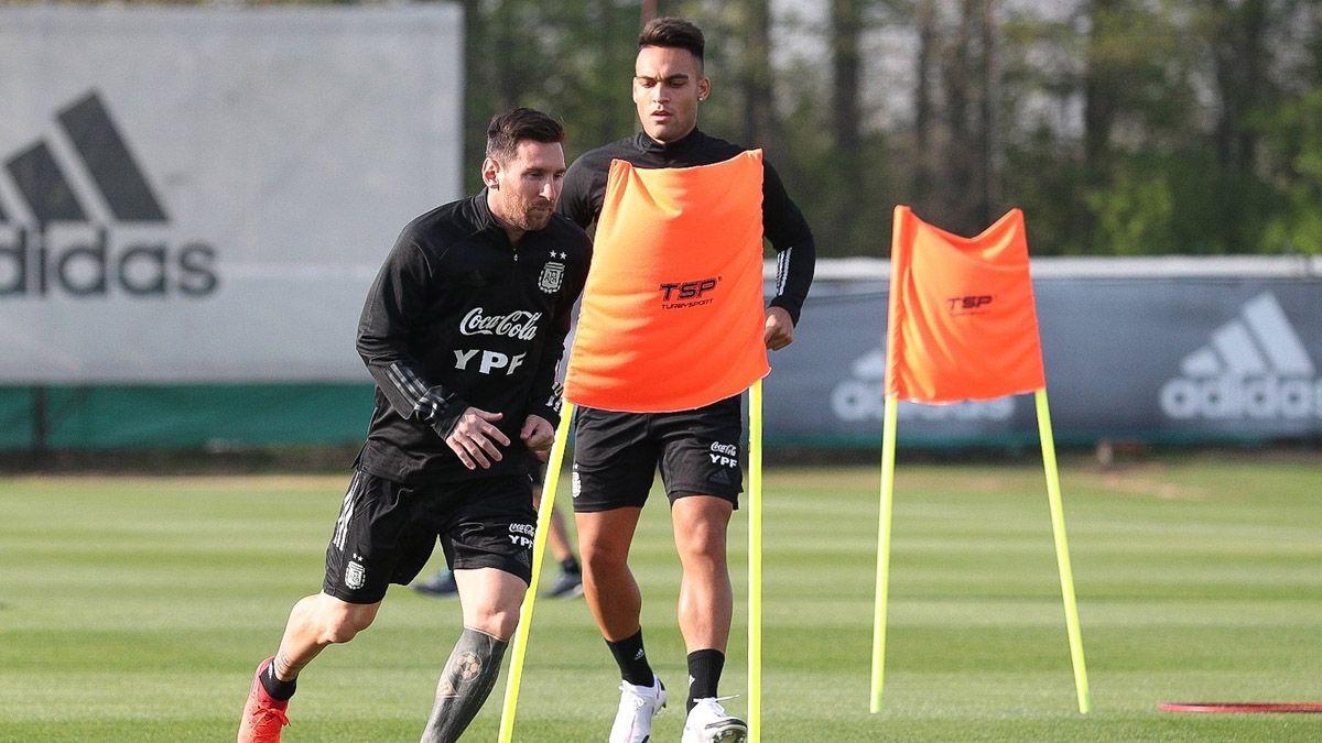 Lionel Messi entrena con la Selección en Ezeiza.