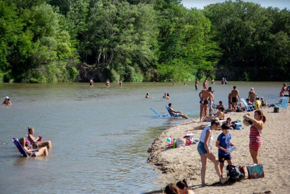 Las playas de Villa María también reciben diariamente la visita de turistas de la región y vecinos de la ciudad para disfrutar del río.