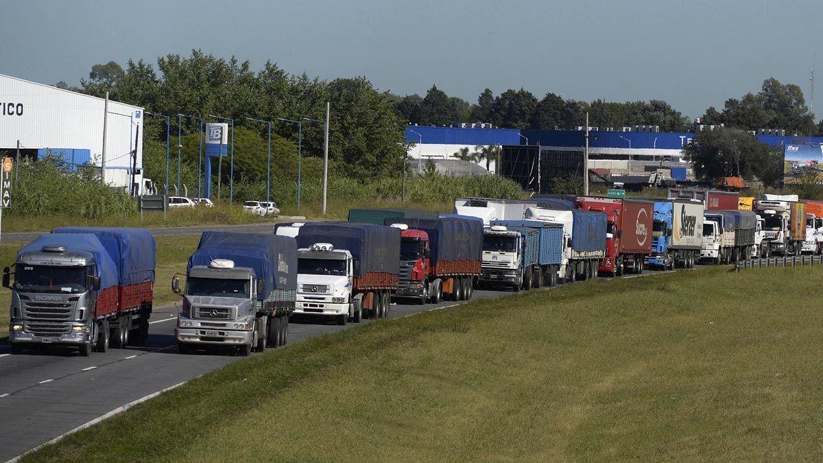 Los transportistas mantienen piquetes en distintos puntos del país.