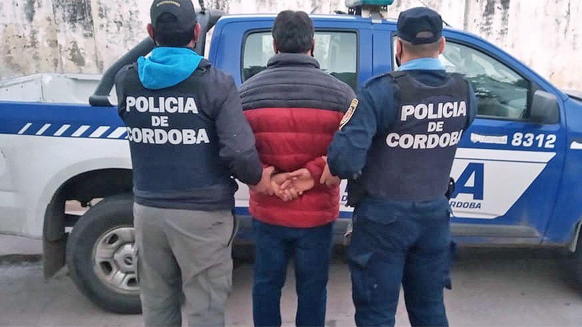 Un hombre de 42 años oriundo de La Carlota fue detenido en la tarde de ayer acusado por un nuevo caso de abuso sexual.