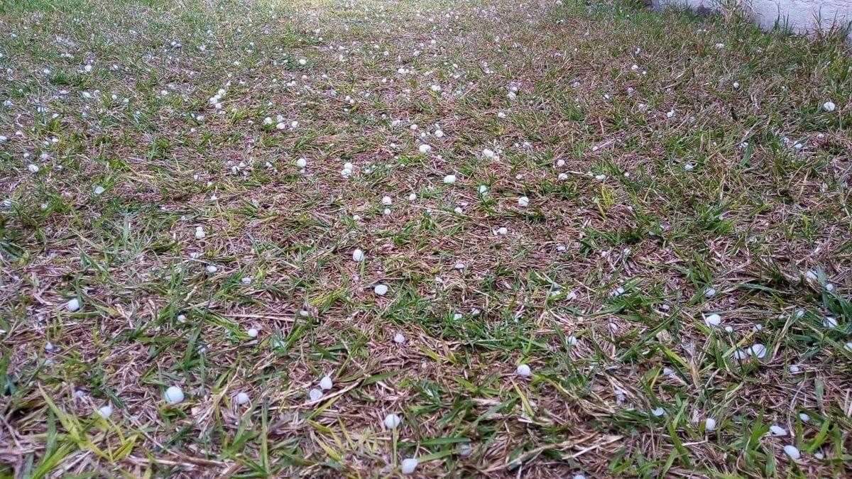Río Tercero registró caída de granizo durante la tarde.