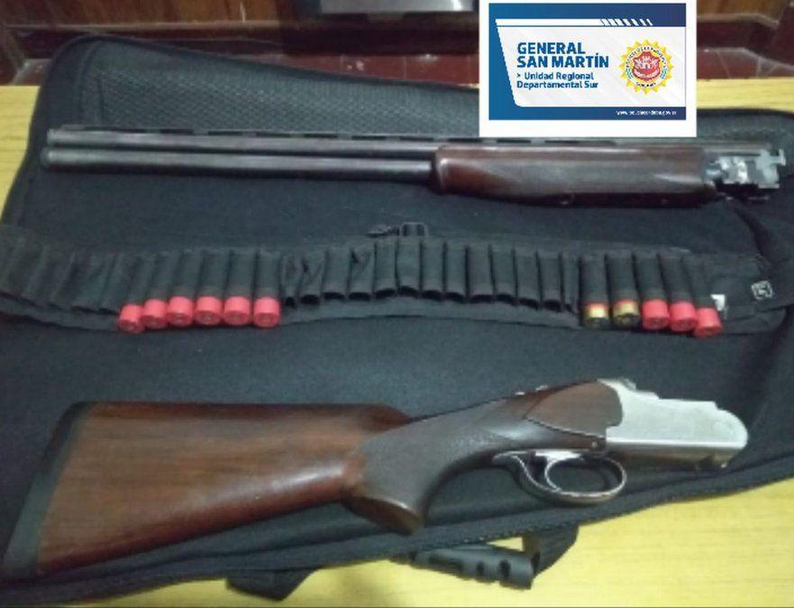 Dos de las tres armas secuestradas.