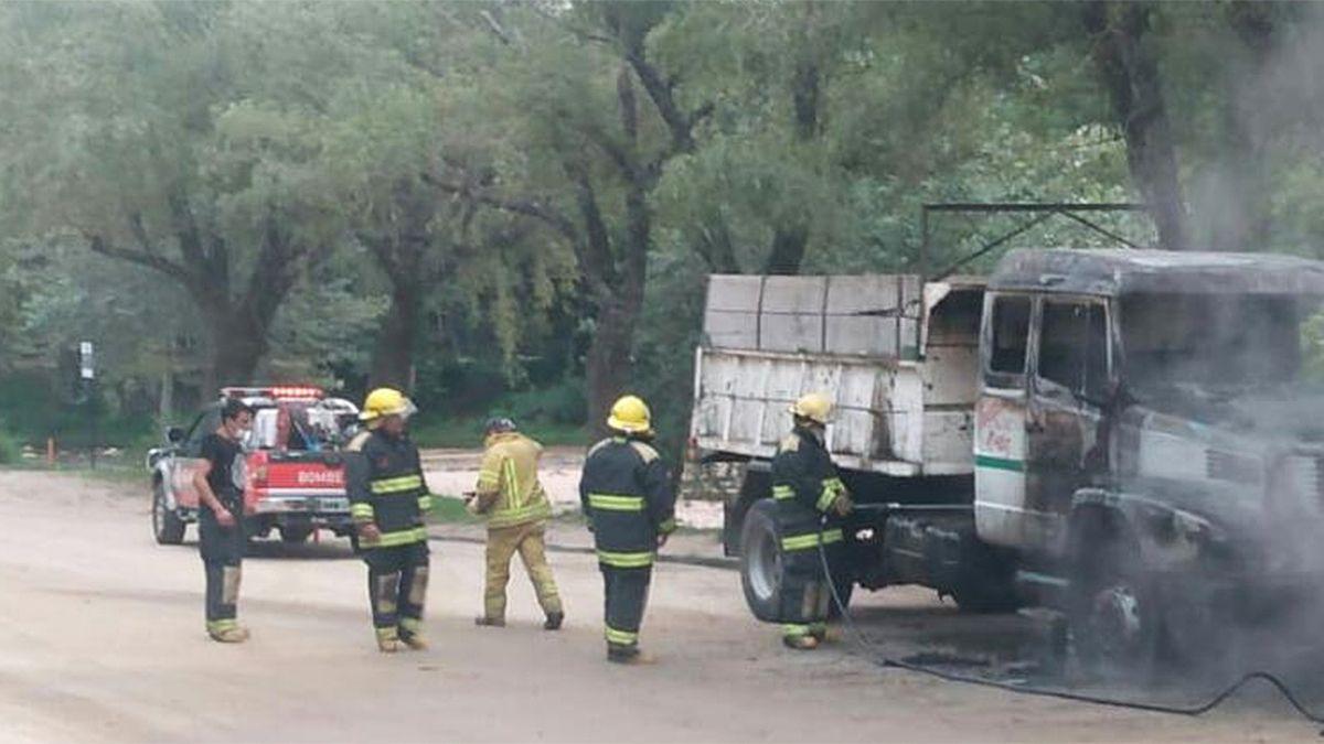 El foco se registró en el sector frontal del camión.