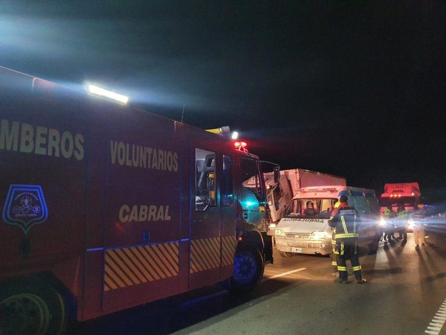 En ruta 158, un camión atropelló a un joven mecánico y lo mató