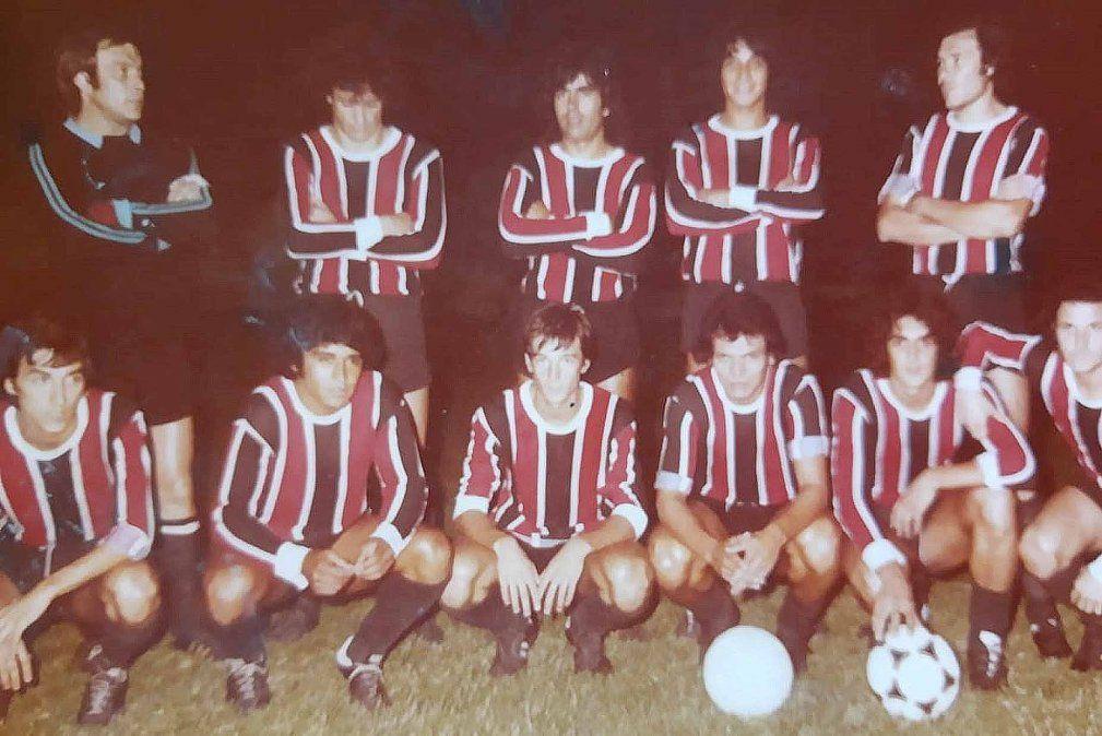El extraño Alem que recibió a Boca en 1981. Inició el partido con su arquero y defensa campeona en la Liga