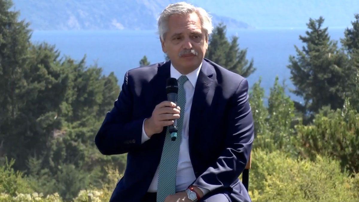 El presidente Alberto Fernández encabezó la firma del convenio para la provisión de radares 3D en la localidad de Bariloche.