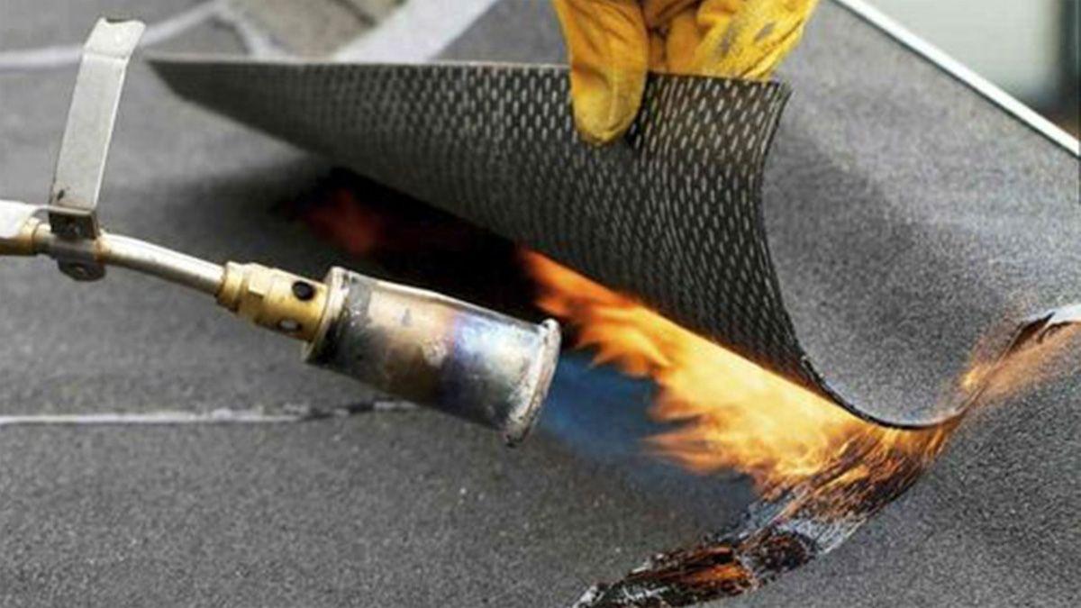 En trabajos en caliente es recomendable llevar un extintor para prevenir incendios. (Foto: Pinterest)