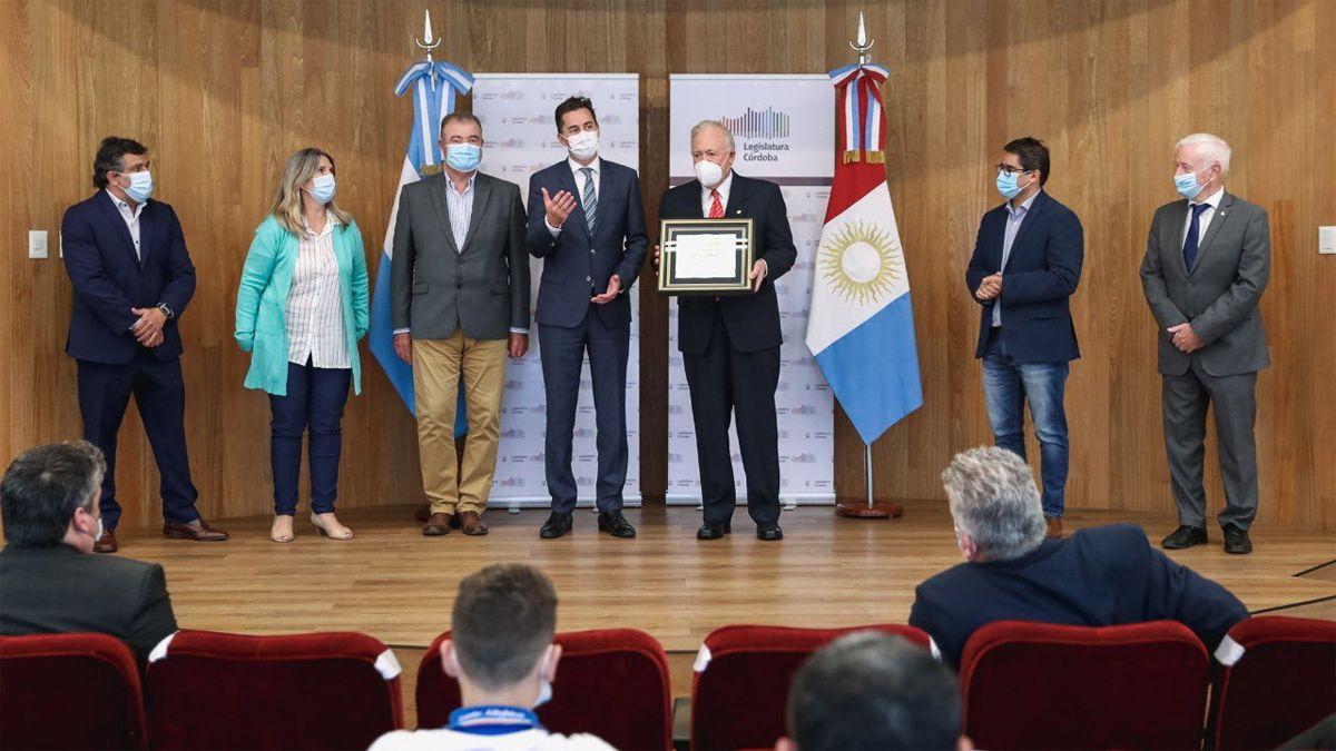 La Legislatura realizó un reconocimiento al doctor Hugo Pizzi