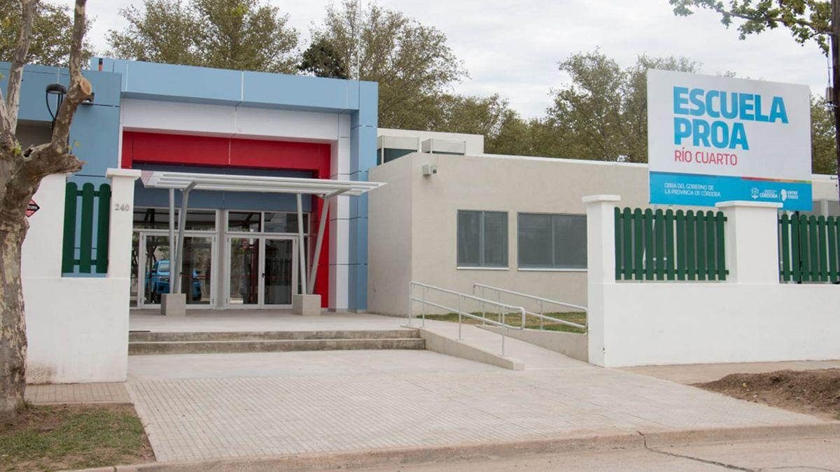 Schiaretti llega a Río Cuarto para inaugurar la escuela Proa