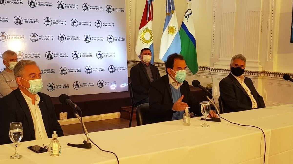 El intendente Llamosas encabezó el anuncio de continuidad de la cuarentena.