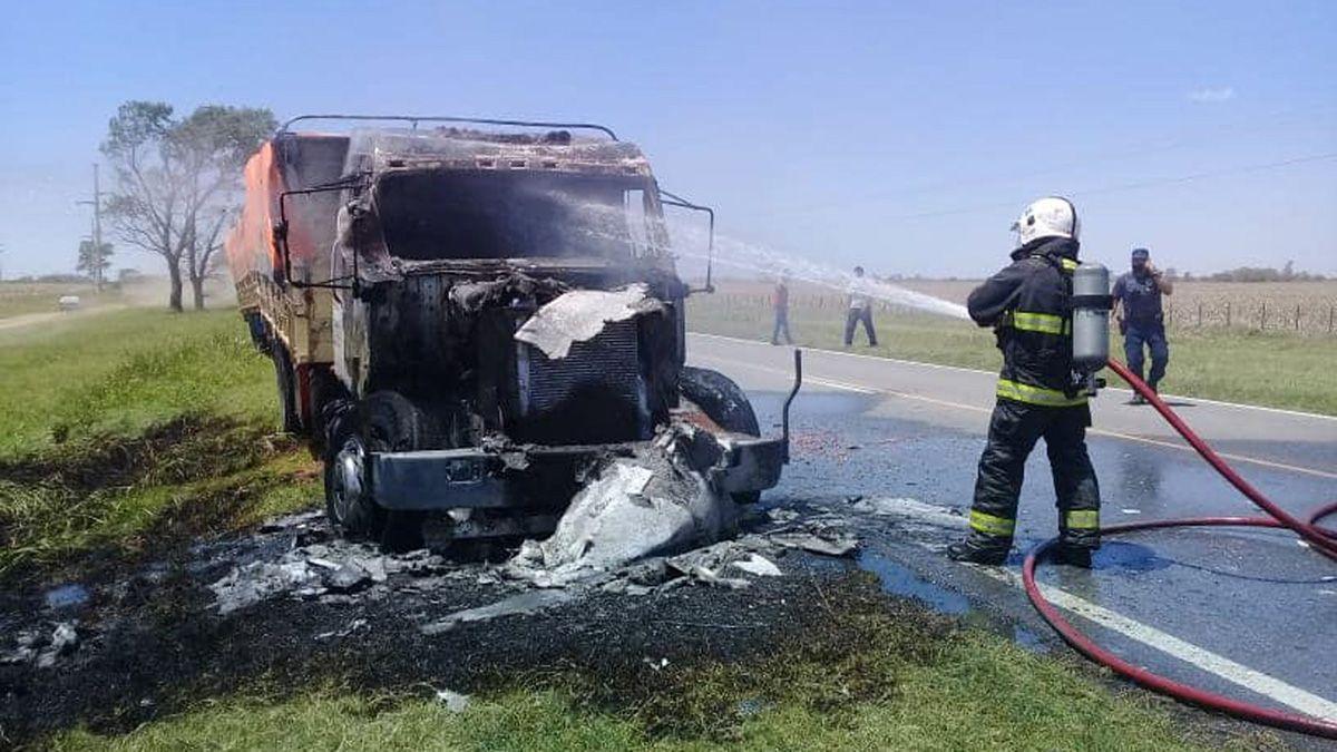 El accionar de los bomberos permitió salvar el chasis