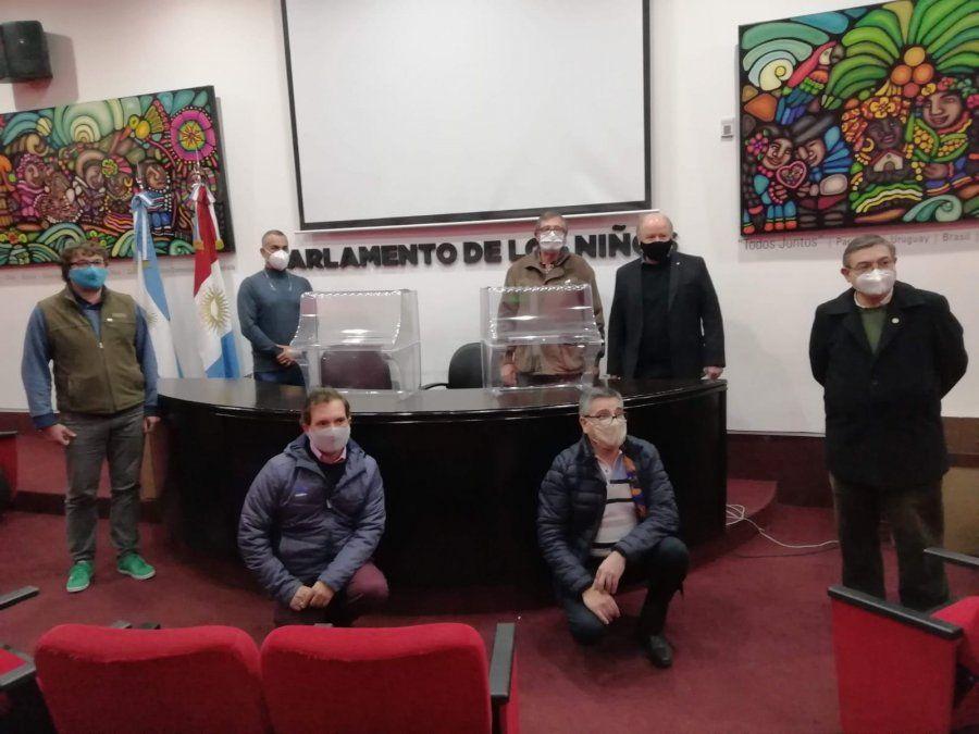 Presidentes rotarios de Villa María y la región haciendo una entrega en 2020 para el Pasteur.