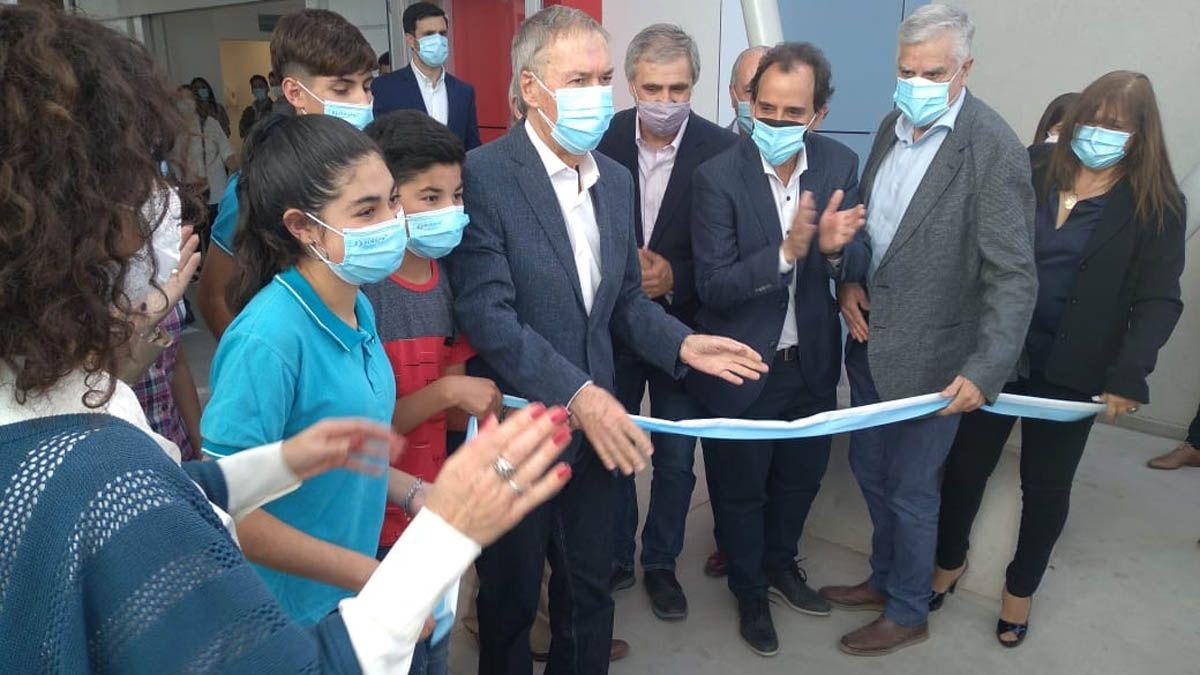 El gobernador Schiaretti encabeza la inauguración de la escuela Proa en Río Cuarto.
