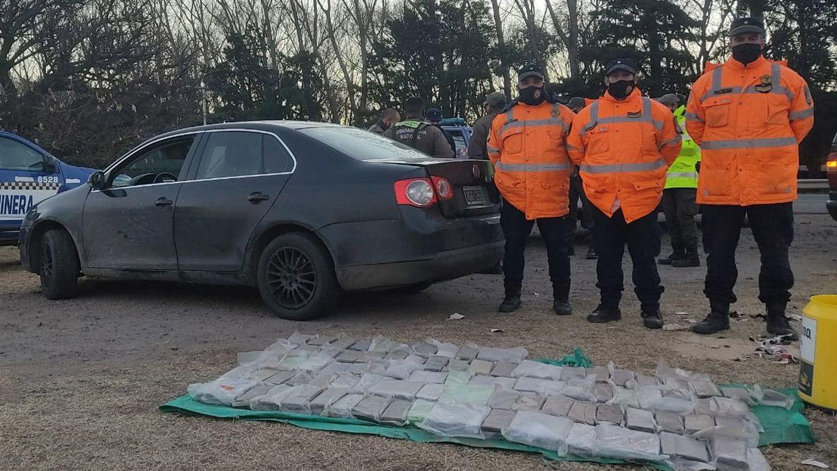 Personal de Policía Caminera interceptó el vehículo que llevaba la droga.