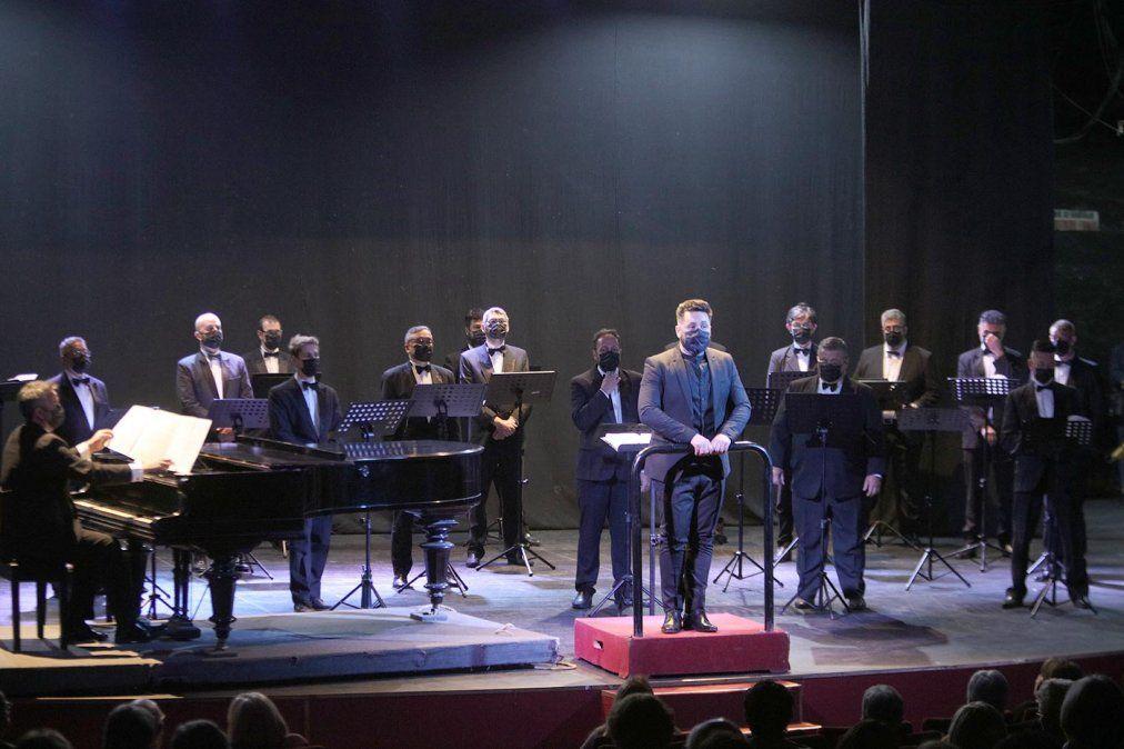 El Coro Delfino Quirici volvió a los escenarios en el Teatro Municipal.