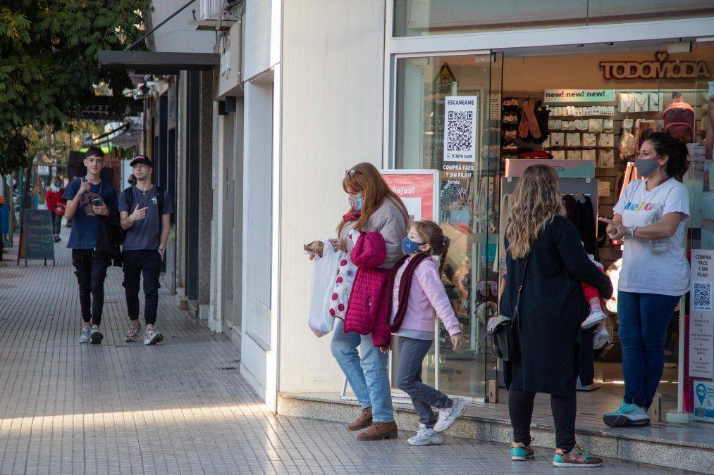 Los locales comerciales no esenciales retomaron la atención presencial. Con las nuevas medidas