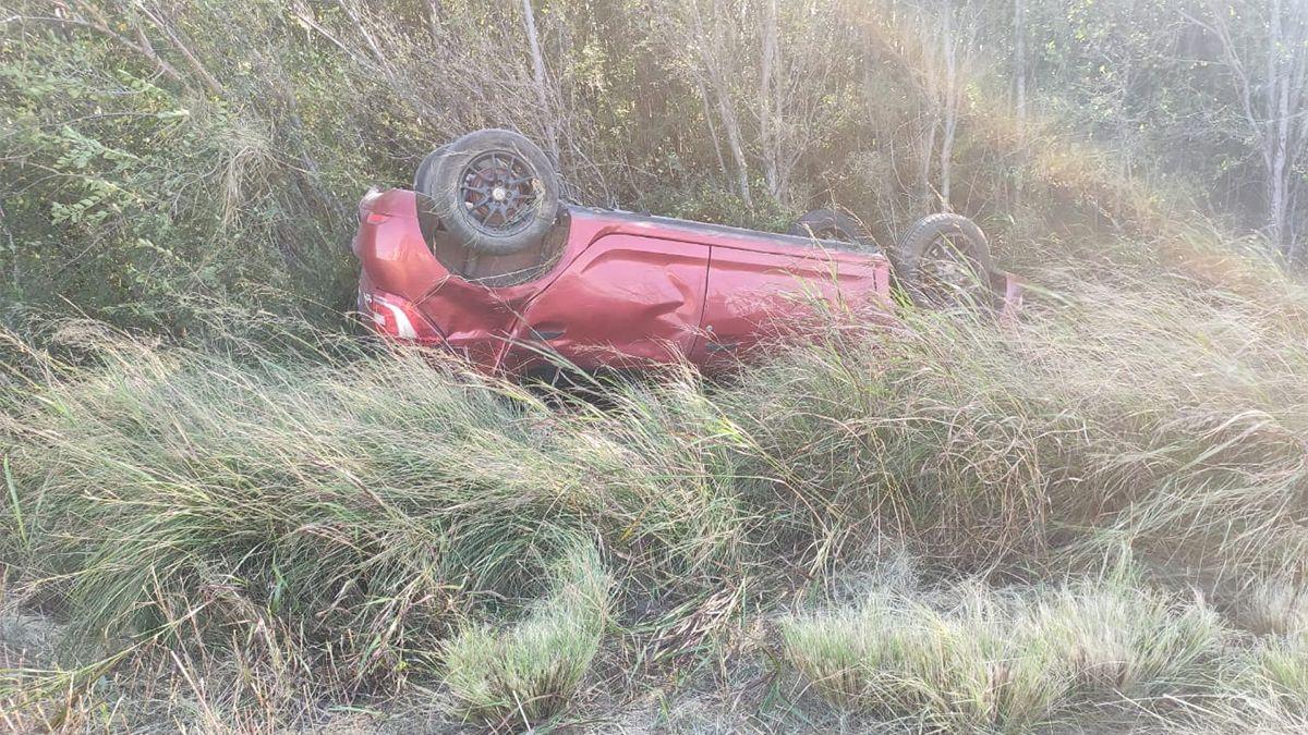 El Renault Sandero despistó y volcó cerca de Tosquita.