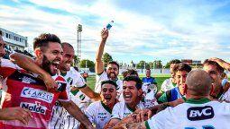 Villa Mitre de Bahía Blanca logró invicto el merecido pase a la final por el ascenso a Primera Nacional. Falucho Herrera integra las filas del Tricolor.