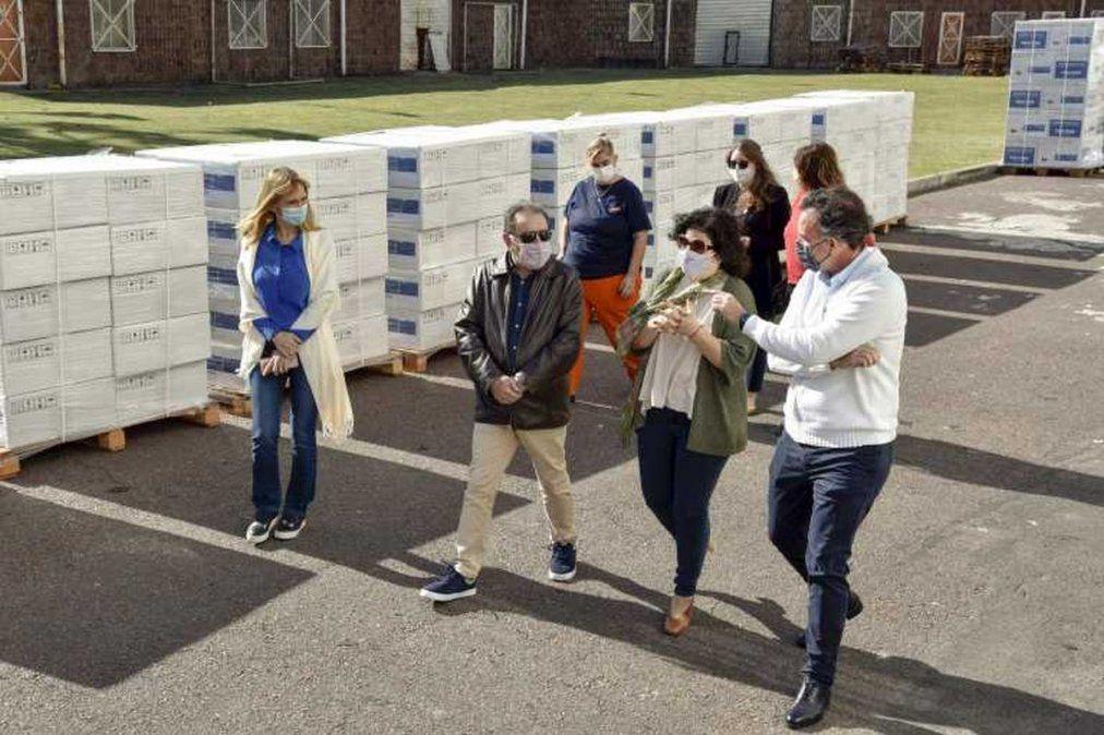 La ministra de Salud recibió ayer 250 respiradores que serán repartidos por todo el país.