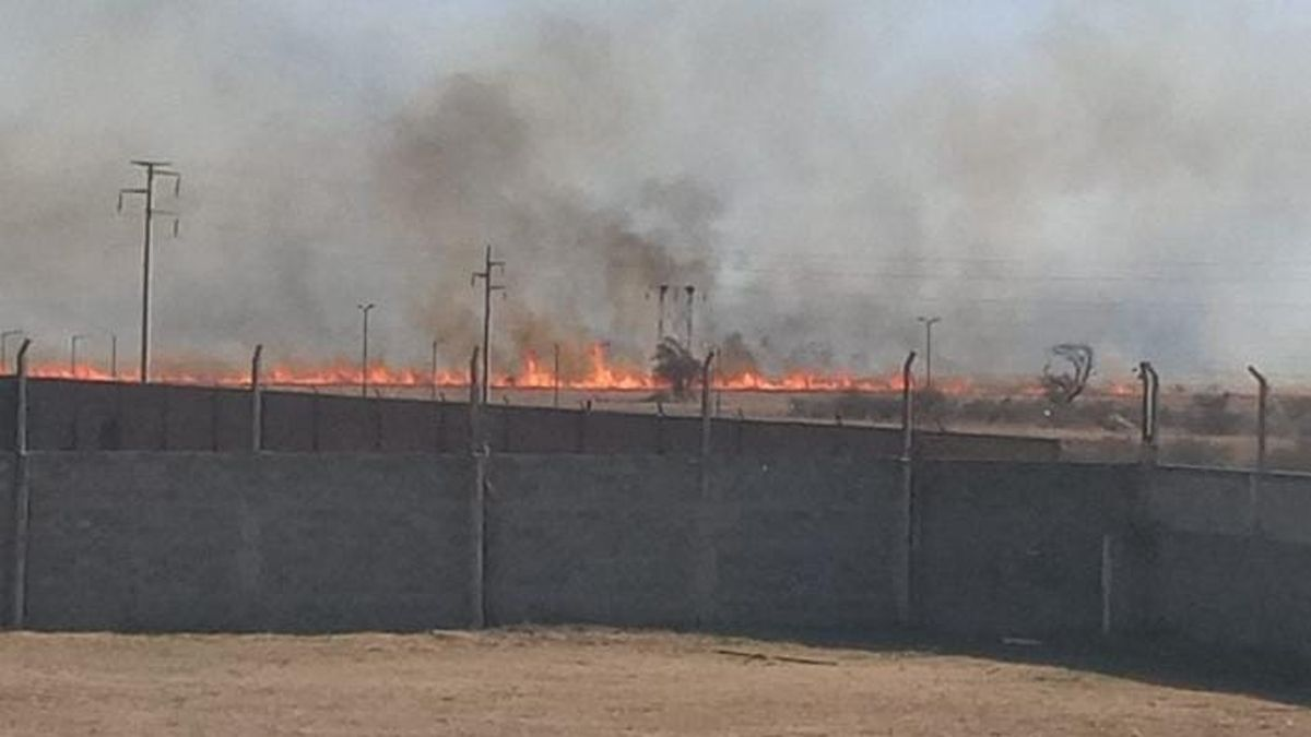 Uno de los incendios se desató cerca de viviendas