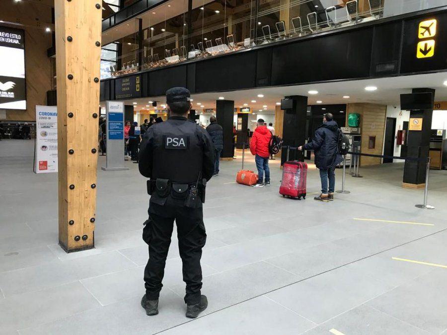 Identificaron a dos pasajeros con Covid-19 en el Aeropuerto de Ushuaia