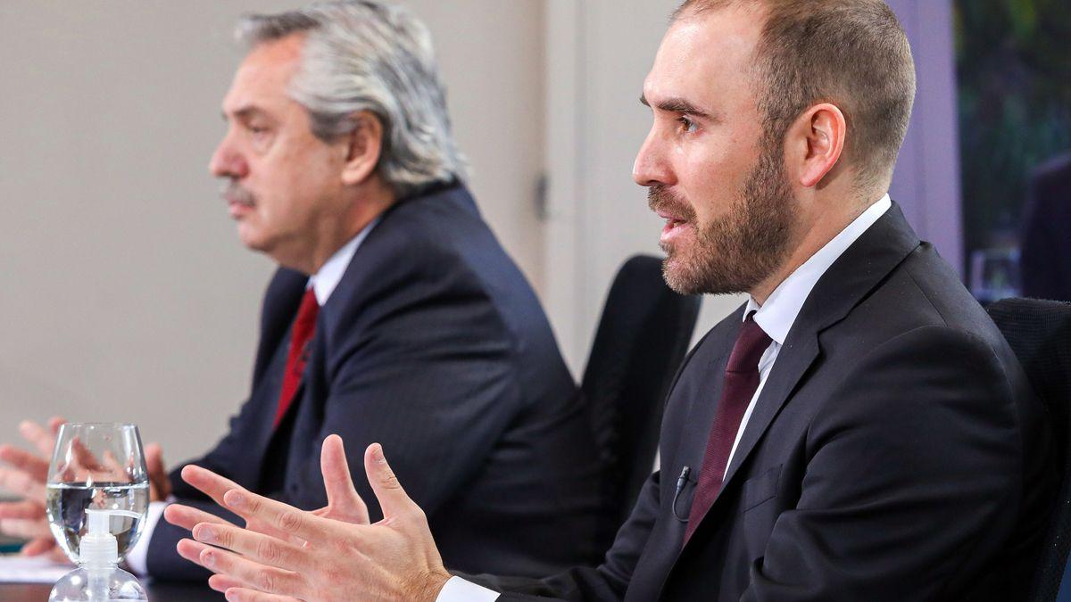 El ministro Guzmán suele aparecer amenazado por el ala más dura el Gobierno