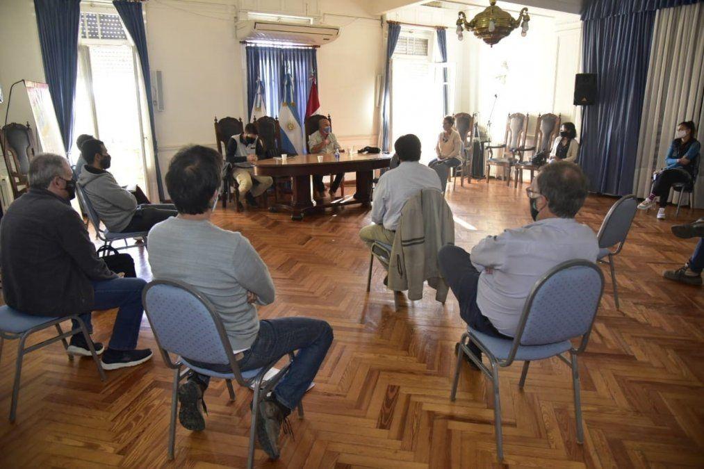Miembros de la Secretaría de Obras y Servicios Públicos de Villa María e integrantes del Colegio de Ingenieros Civiles se reunieron en el Palacio Municipal.