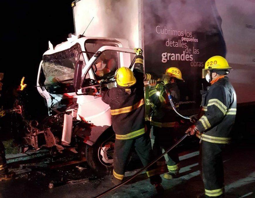Grave accidente entre camiones en la ruta nacional 158