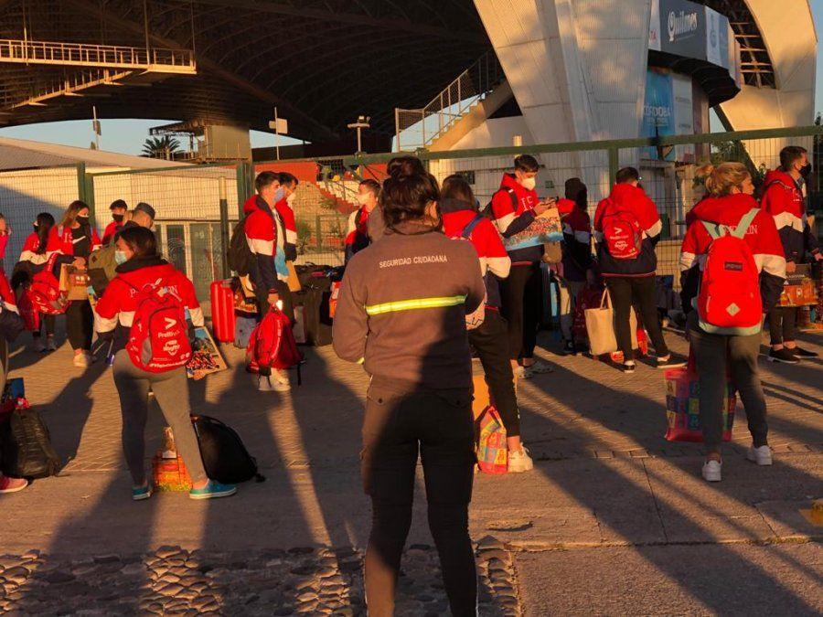 Regresaron dos contingentes de Bariloche y todos los hisopados dieron negativo